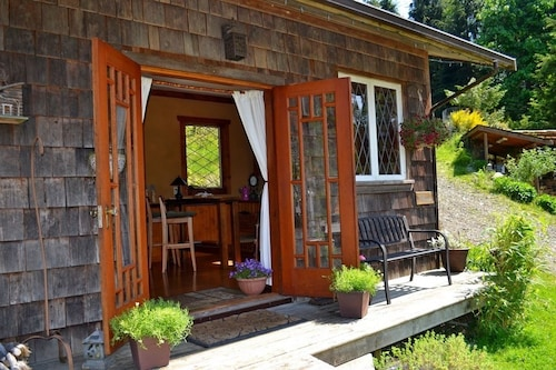 Alderwood Cottage & Suite - Bowen Island