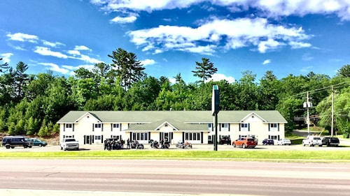 Mountain Host Motor Inn