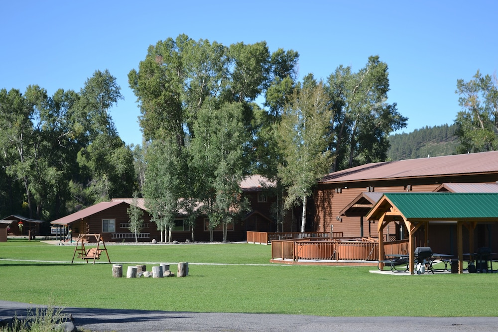 Property Grounds, High Country Lodge & Cabins