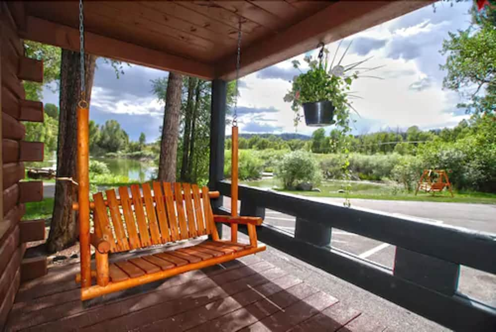Porch, High Country Lodge & Cabins