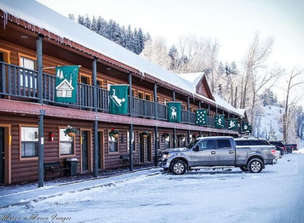 Exterior, High Country Lodge & Cabins