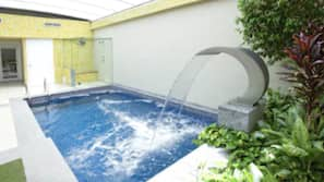 15 piscinas cubiertas, tumbonas