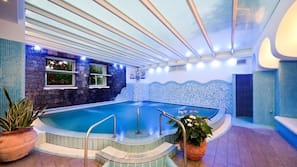 Piscina coperta, 2 piscine all'aperto