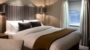 Premium bedding, desk, laptop workspace, free WiFi