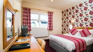5 bedrooms, desk, free WiFi, bed sheets