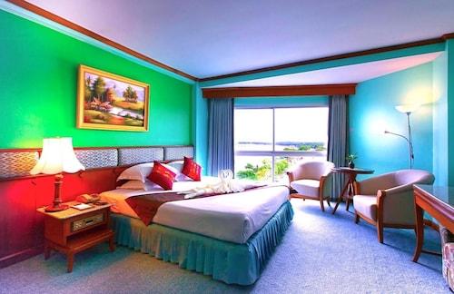 万塔克河畔酒店