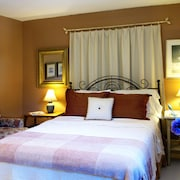 Simcoe Suites on the Henley B&B