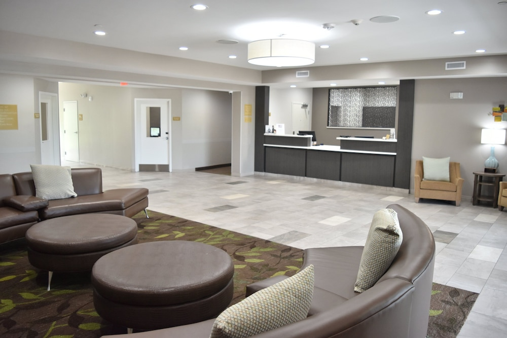 Lobby, Candlewood Suites Kansas City - Independence, an IHG Hotel