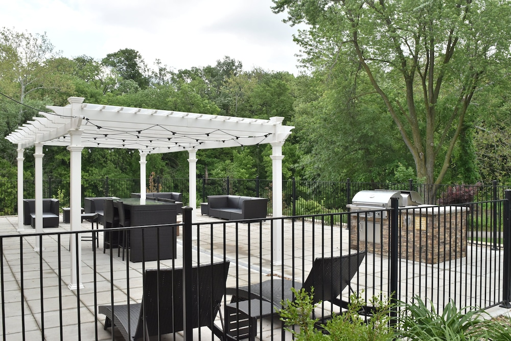 BBQ/Picnic Area, Candlewood Suites Kansas City - Independence, an IHG Hotel
