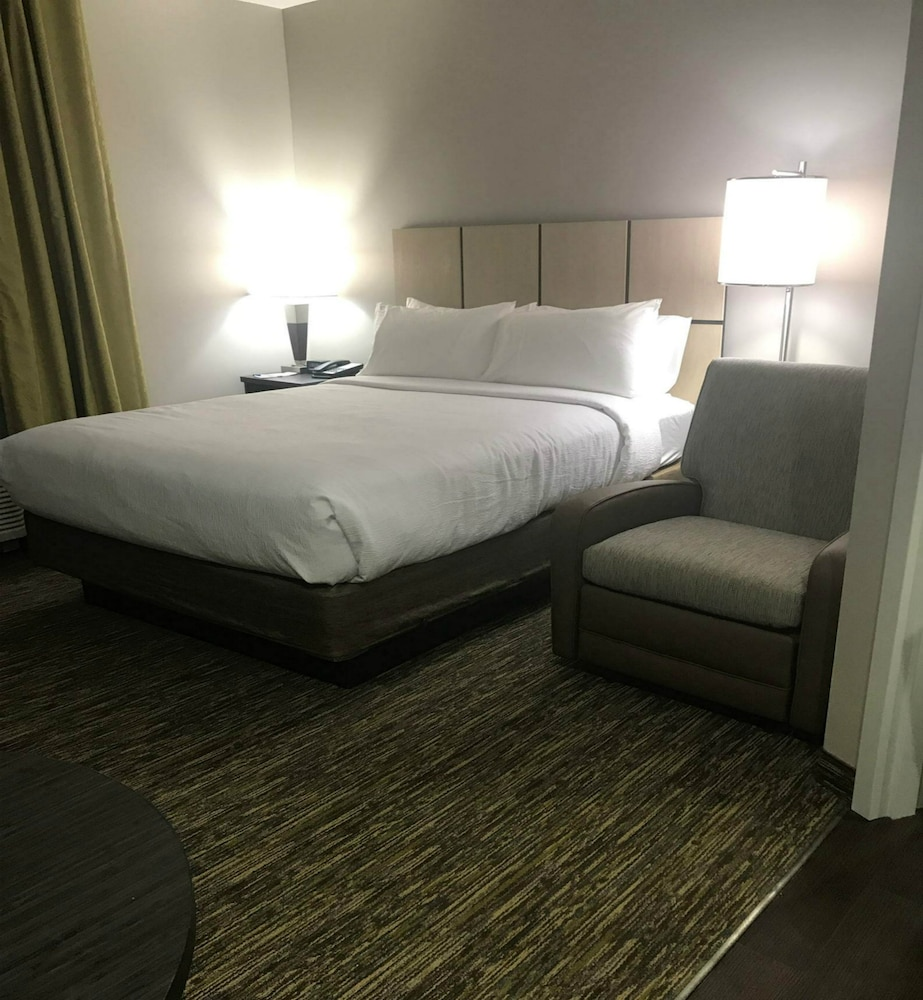 Room, Candlewood Suites Kansas City - Independence, an IHG Hotel