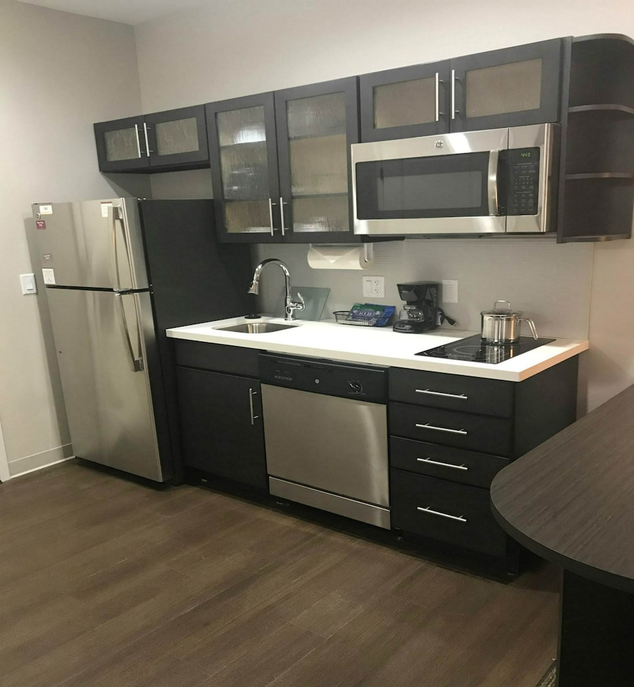Private Kitchen, Candlewood Suites Kansas City - Independence, an IHG Hotel