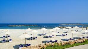 Spiaggia privata, cabine da spiaggia gratuite, lettini da mare
