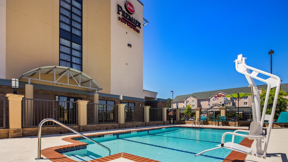 Pool, Best Western Premier University Inn