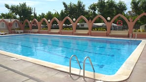 Seasonal outdoor pool, an aquatic centre