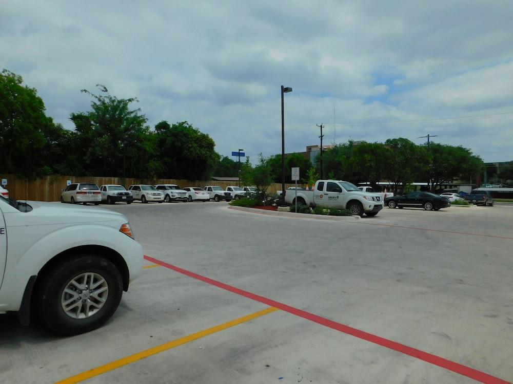 Candlewood Suites San Antonio Airport In San Antonio