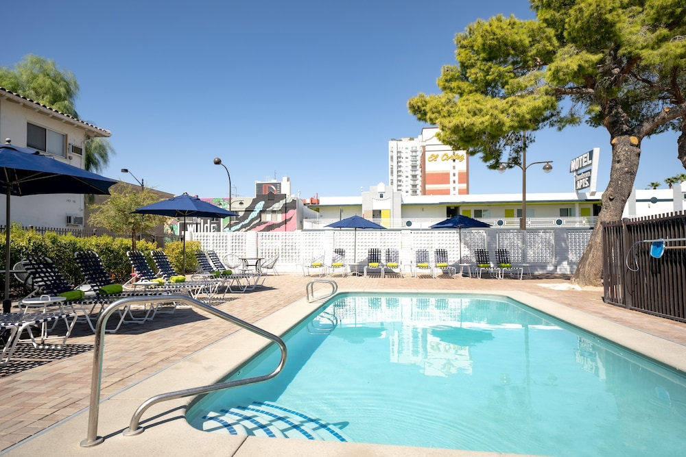 Outdoor Pool, Downtowner Boutique Hotel