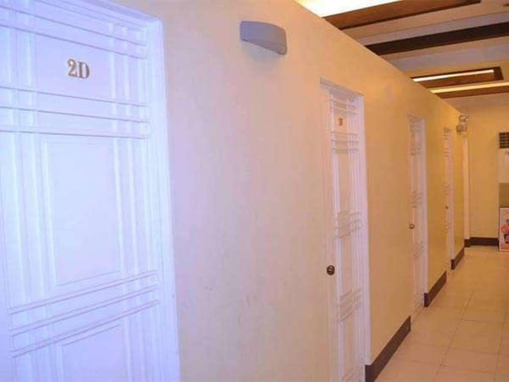 Hallway, Airport Travelodge Manila - Hostel