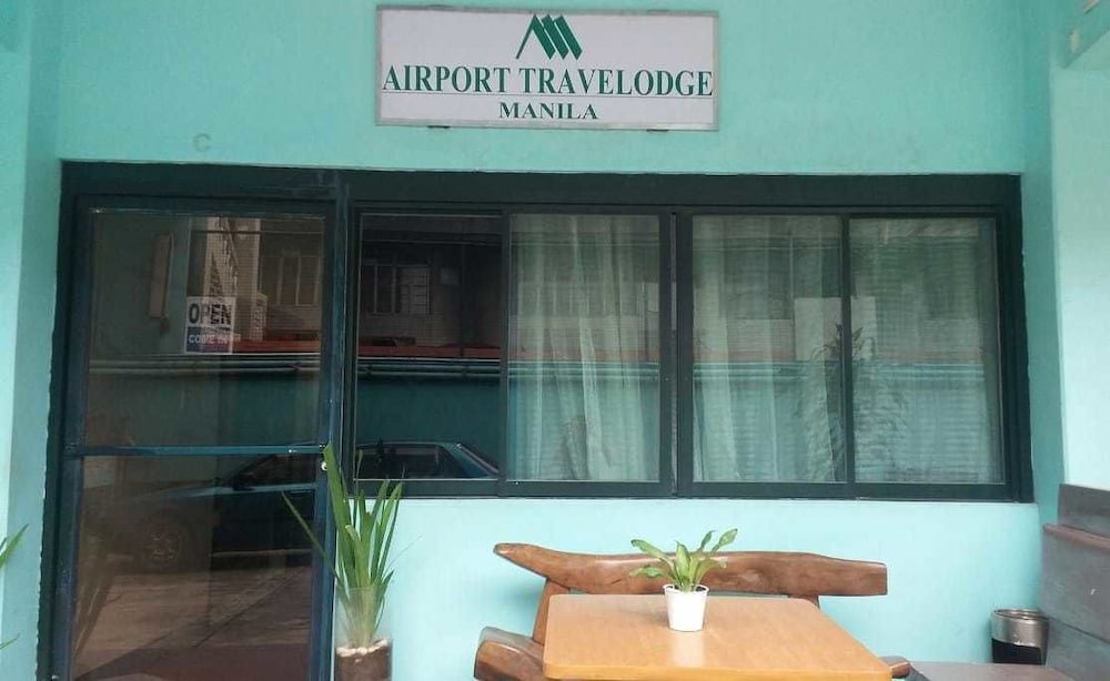 Property Entrance, Airport Travelodge Manila - Hostel