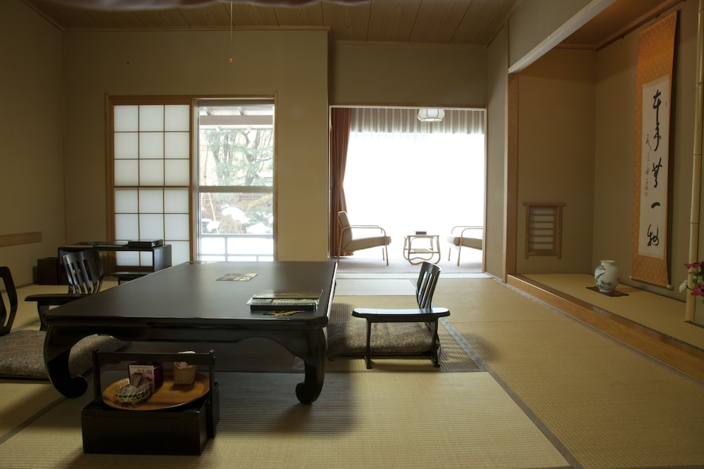 Room, Chikuba Shinyotei