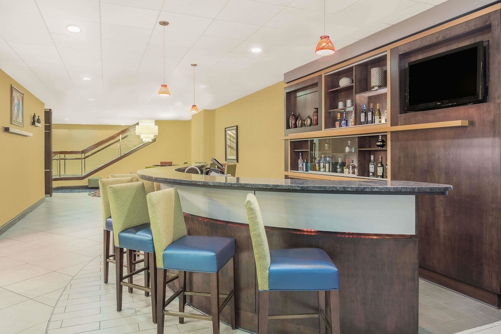 Bar, Ramada Plaza by Wyndham Fayetteville Fort Bragg Area