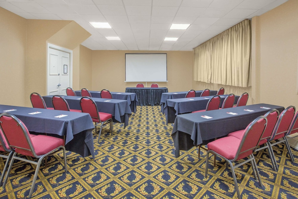 Meeting Facility, Ramada Plaza by Wyndham Fayetteville Fort Bragg Area
