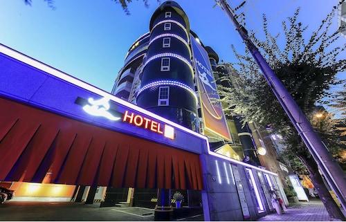Show Hotel