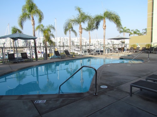 Check Expedia for Availability of Apartment with Full Amenities - Miracle Mile