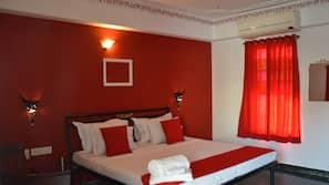 Premium bedding, in-room safe, desk, free WiFi