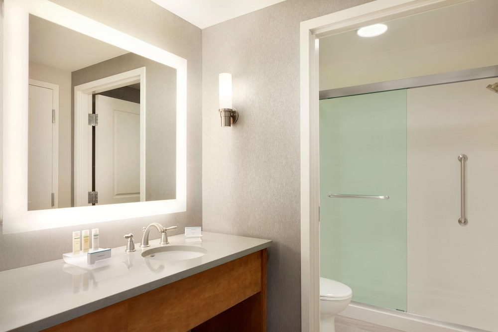 Bathroom, Homewood Suites by Hilton Syracuse - Carrier Circle