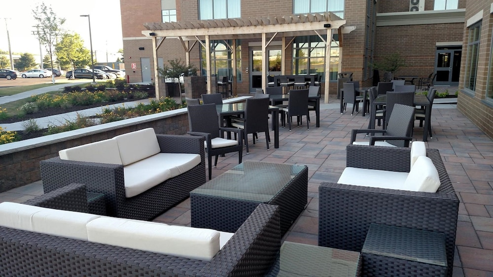Terrace/Patio, Homewood Suites by Hilton Syracuse - Carrier Circle