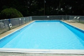 Outdoor Pool, Clinton Motel