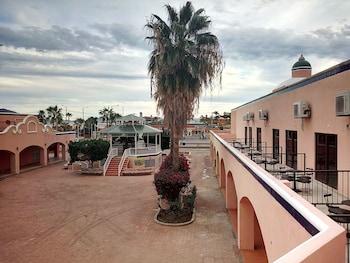 Los Jitos Hotel & Suites