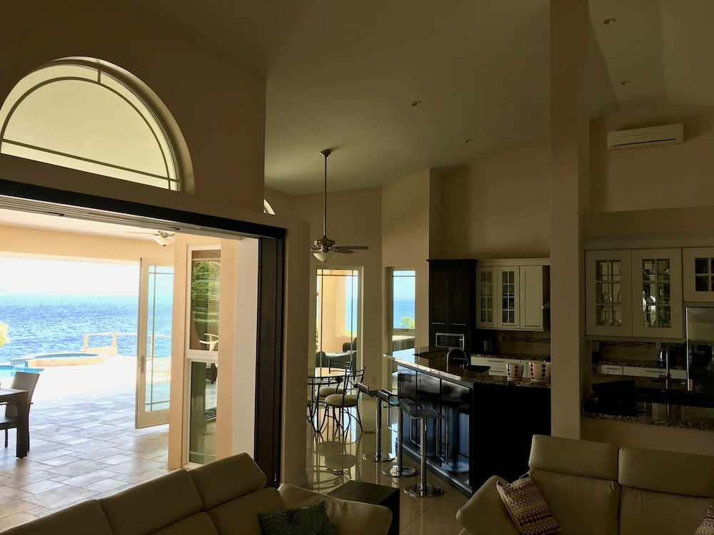Living Area, Coral Estate Rentals