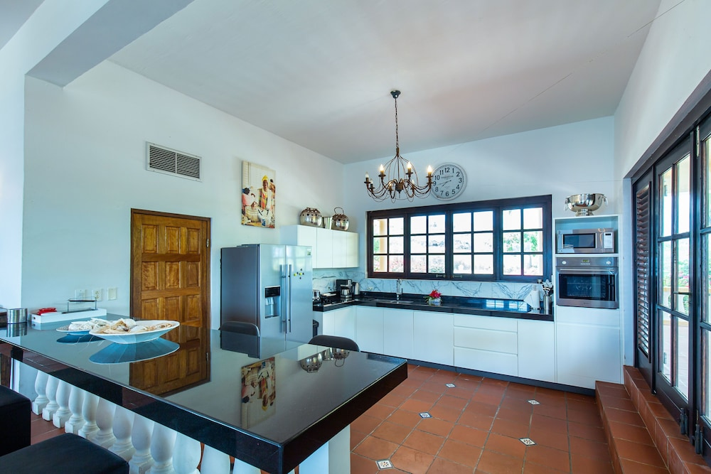 Private Kitchen, Coral Estate Rentals