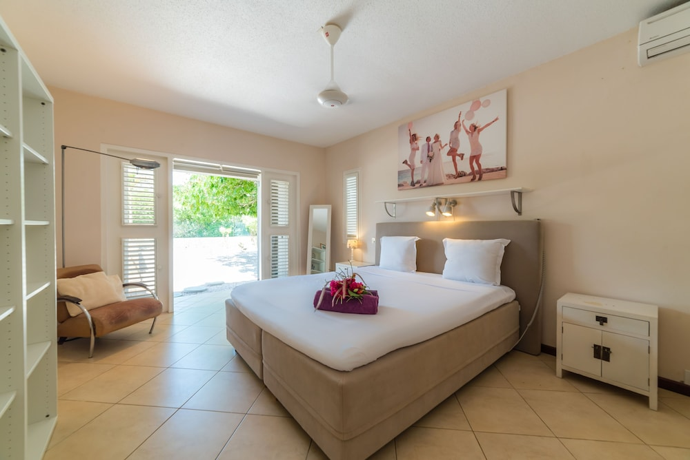 Room, Coral Estate Rentals