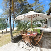 Veloutier Blanc Beachfront Villa by StayMauritius