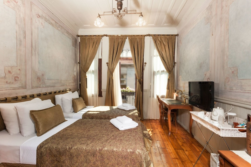 Book troya hotel balat special class istanbul hotel deals for Educa suites balat hotel