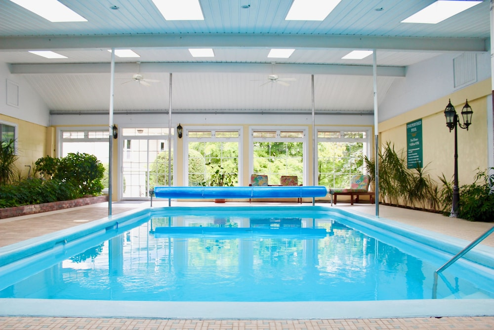 Indoor Pool, Evangeline Inn & Motel