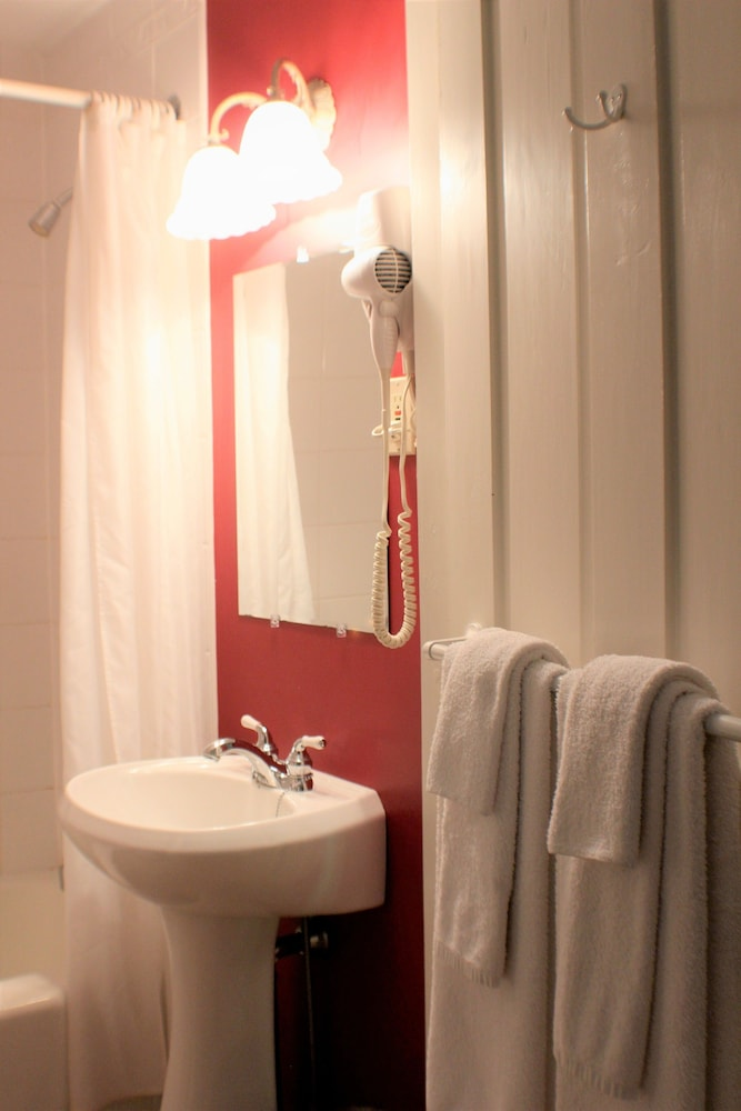 Bathroom, Evangeline Inn & Motel
