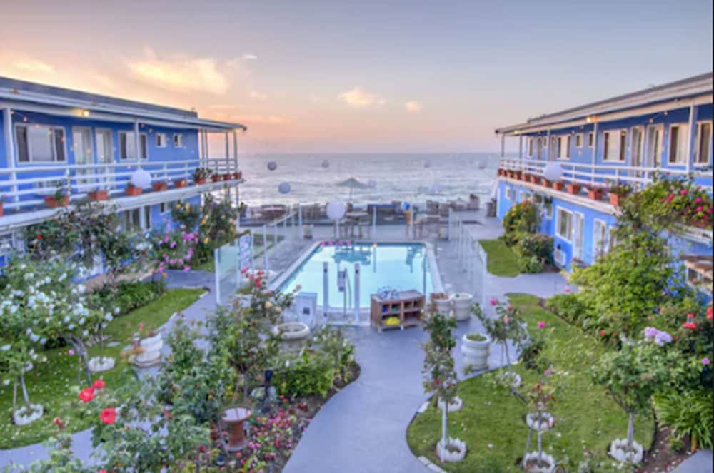 Outdoor Pool, The Inn at Sunset Cliffs