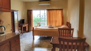 ตู้นิรภัยในห้องพัก, โต๊ะทำงาน, Wi-Fi ฟรี, ทางสำหรับรถเข็น