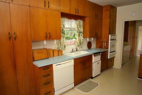 Private Kitchen, Valley Cottages & Apartments