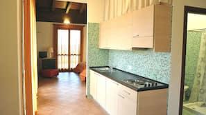 Een koelkast, een magnetron, een kookplaat