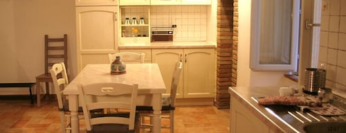 Private Kitchen, Urbevetus