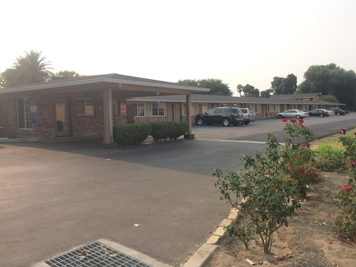 Great Place to stay Flamingo Motel near West Sacramento