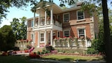Locust Grove Historic Bed and Breakfast - Niagara-On-The-Lake Hotels