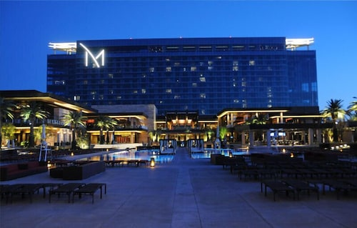 Outdoor Pool, The M Resort Spa Casino