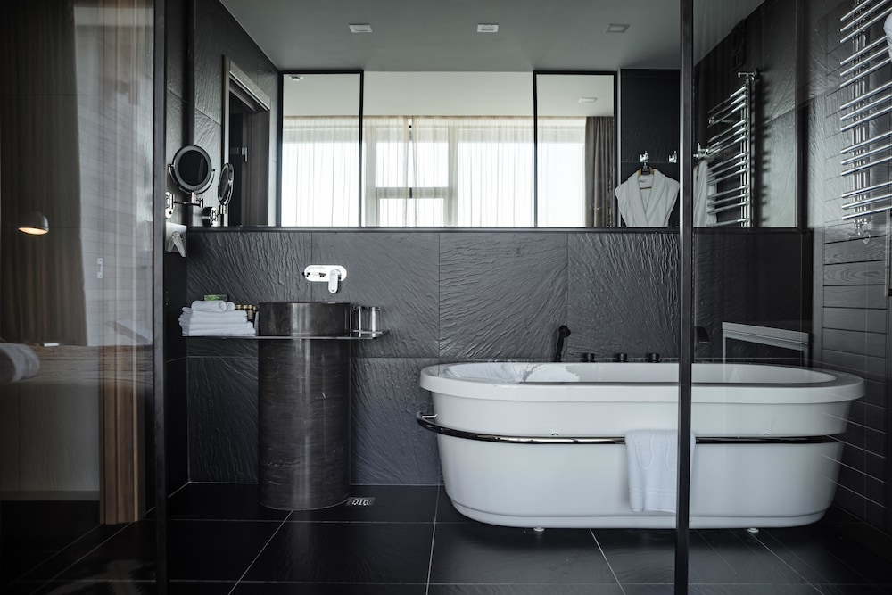 Bathroom, M1 club hotel