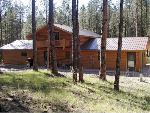 Great Place to stay Comanche Lodge near Custer