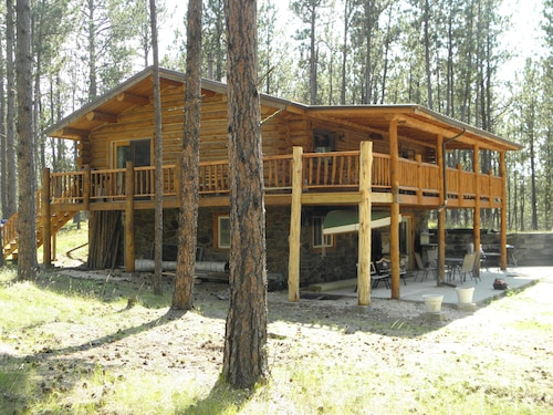 Great Place to stay Trails End Lodge near Custer